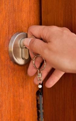Avto ključi Ibro unlocking_the_door
